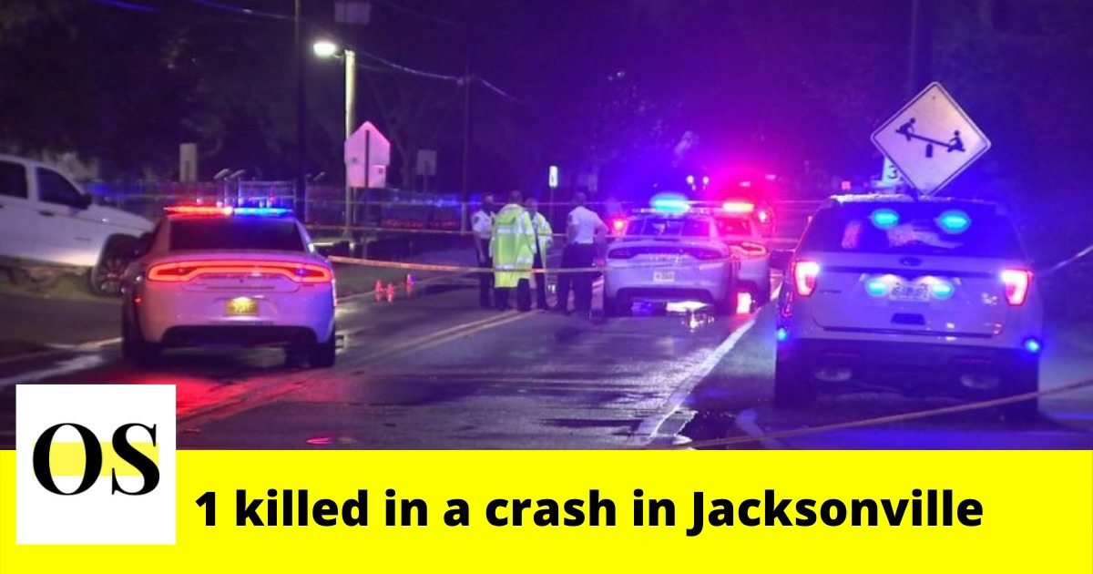 1 dies after after vehicle crashes into light pole in Jacksonville 3
